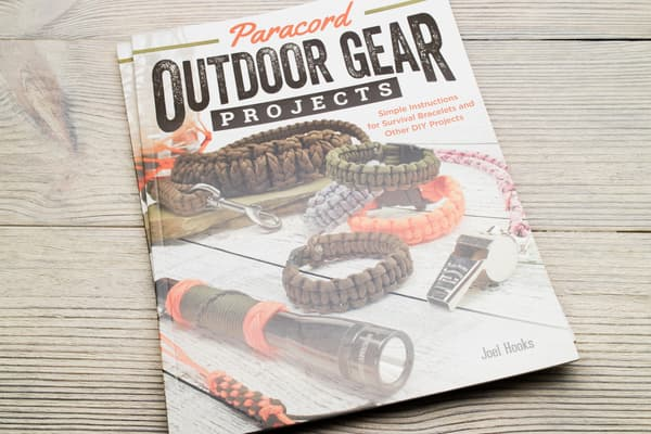 "Книга Joel Hooks - ""Paracord Outdoor Gear Projects"" от Survival Market"