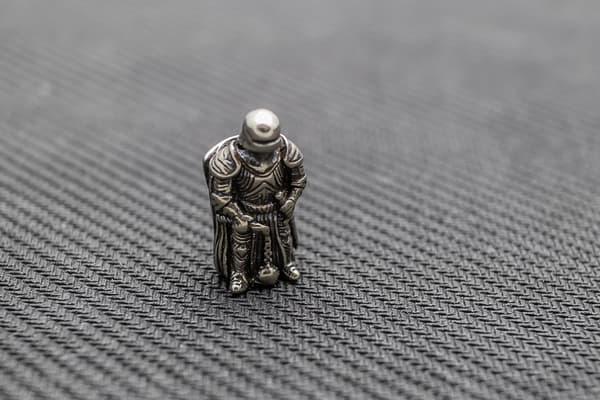 """Подвес на темляк """"Латник"""" белый металл от Магазин паракорда и фурнитуры Survival Market"""